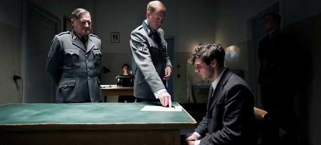 Veja o trailer, poster e imagens do drama ' 13 Minutes' (Elser)
