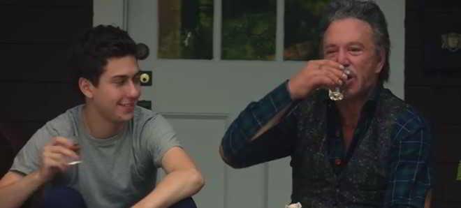 Veja o trailer e o poster oficial de 'Ashby' com Nat Wolff e Mickey Rourke