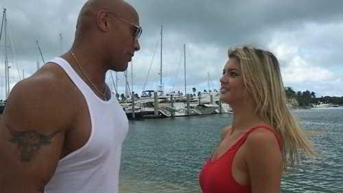 Kelly Rohrbach e Dwayne Johnson_Baywatch2