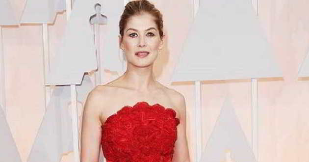 Rosamund Pike junta-se a Christian Bale no elenco do western 'Hostiles'