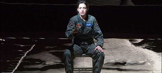 Anne Hathaway vai protagonizar a adaptação da peça de teatro 'Grounded'