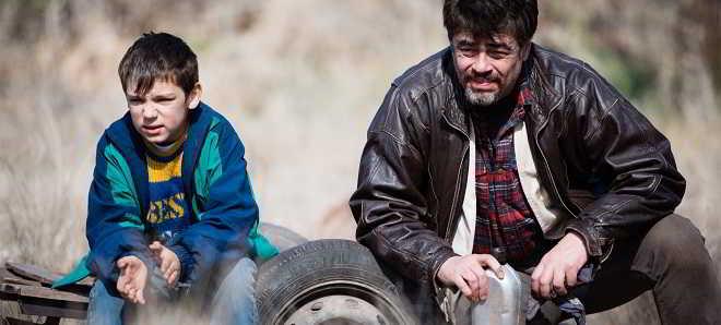Benicio Del Toro no trailer legendado em português de 'Um Dia Perfeito'