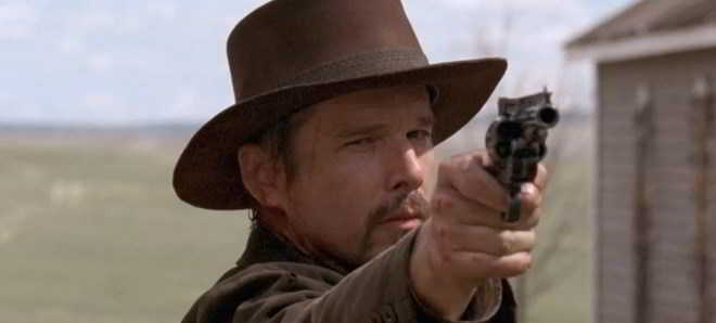 Ethan Hawke no trailer oficial do western 'In a Valley of Violence'