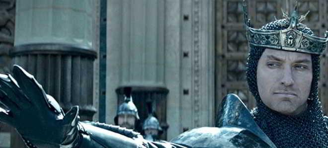 'King Arthur: Legend of the Sword': Primeiras imagens de Jude Law e Charlie Hunnam
