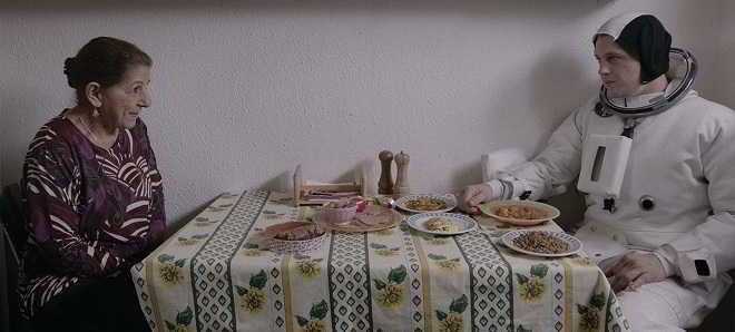 Trailer legendado em português de 'Histórias de Bairro' com Isabelle Huppert