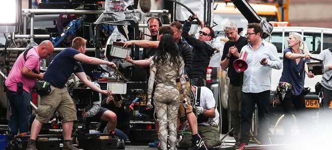 Primeiras imagens de Sofia Boutella caracterizada como 'A Múmia'