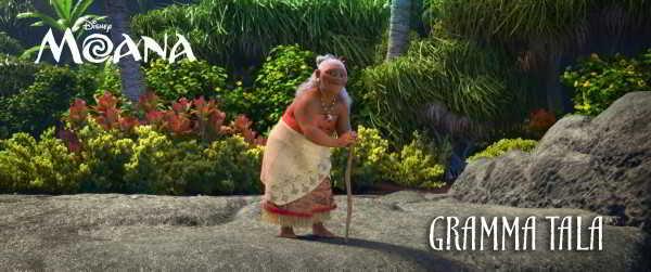 Rachel House dá voz a Gramma Tala, avó e melhor amiga de Moana.
