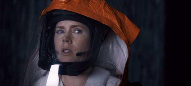 Amy Adams investiga nave extraterrestre no teaser trailer de 'Arrival'