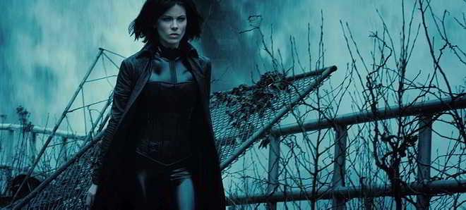 Kate Beckinsale no trailer em português de 'Underworld: Guerras de Sangue'