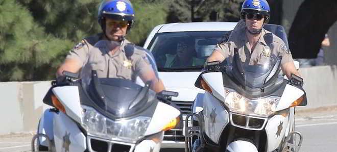 Trailer da comédia de ação 'CHiPs' com Dax Shepard e Michael Peña