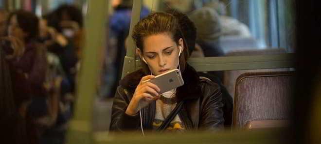 'Personal Shopper': Trailer português do thriller com Kristen Stewart