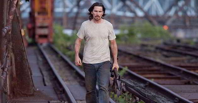 Trailer português de 'Para Além das Cinzas', com Christian Bale e Casey Affleck