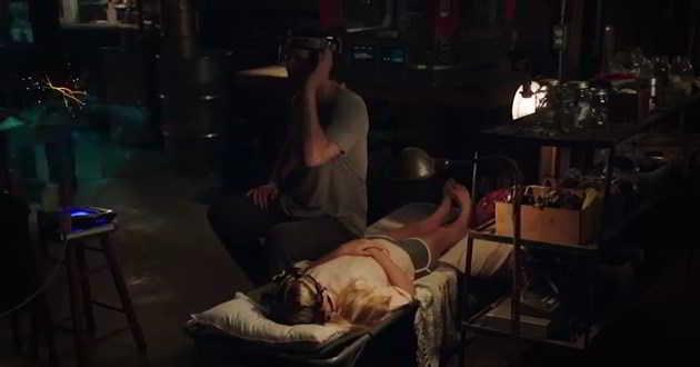 Keanu Reeves tenta enganar a morte com clones no primeiro trailer de