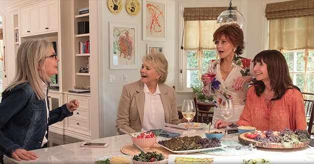 Jane Fonda e Diane Keaton leem o livro