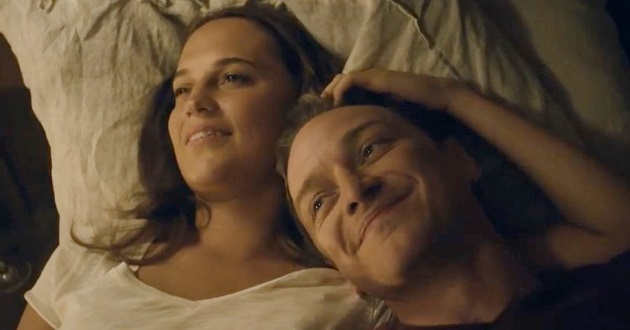 Alicia Vikander e James McAvoy no trailer português de