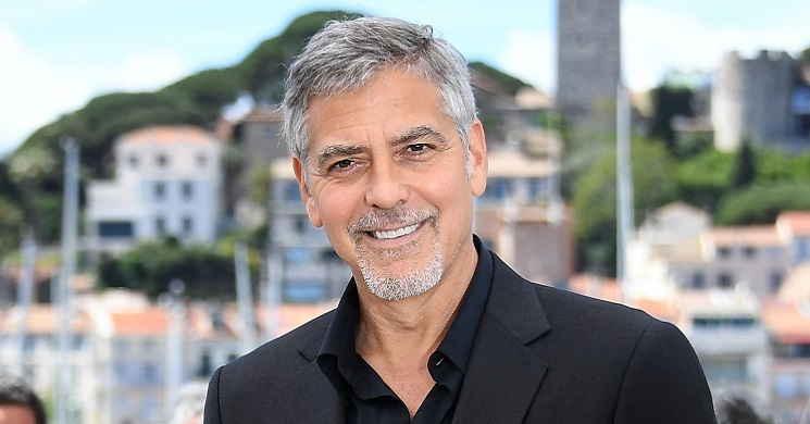 George Clooney em negociações para dirigir o thriller de ficção científica