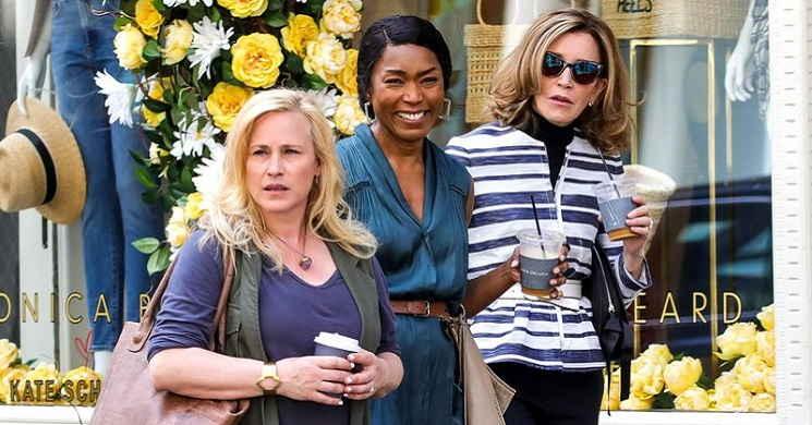 Angela Bassett, Patricia Arquette e  Felicity Huffman no elenco de