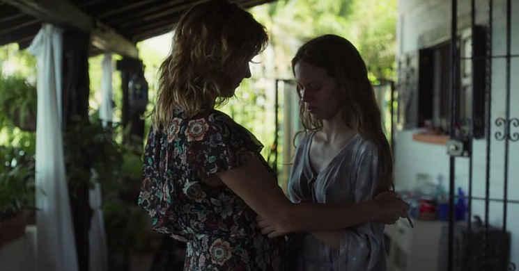 Trailer português do drama  As Filhas de Abril