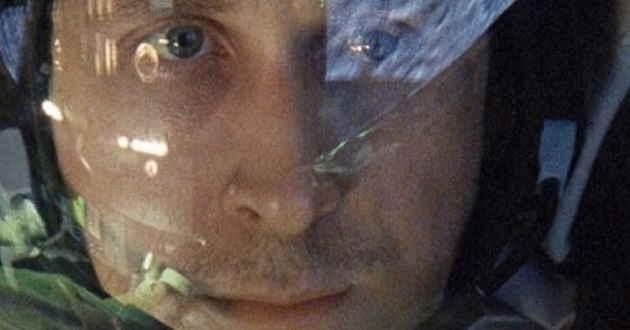 Ryan Gosling  é o astronauta Neil Armstrong no primeiro trailer de