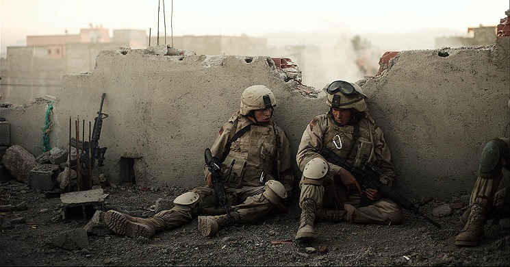 Alden Ehrenreich e Tye Sheridan no trailer português do drama de guerra