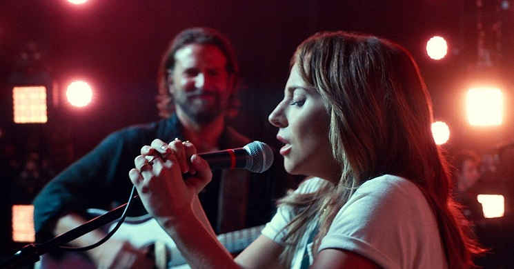 Lady Gaga e Bradley Cooper no trailer português do drama musical