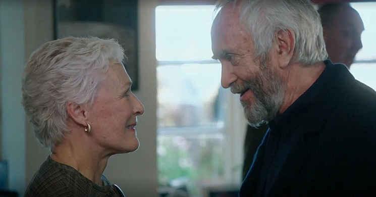 Glenn Close e Jonathan Pryce no trailer português do drama