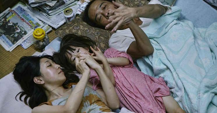 Trailer português do drama Shoplifters - Uma Família de Pequenos Ladrões