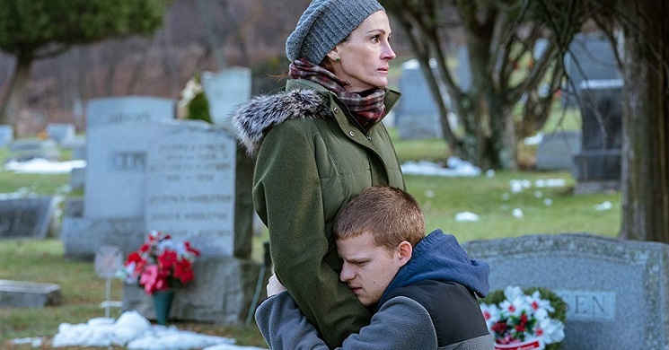 Julia Roberts e Lucas Hedges no trailer português do drama familiar