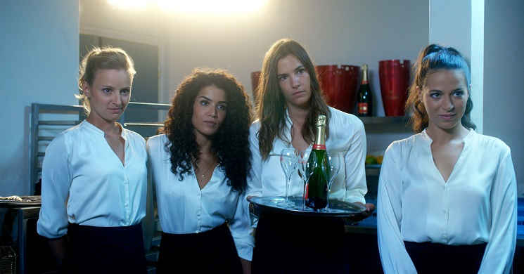 Três irmãs que nada têm em comum. Trailer português da comédia