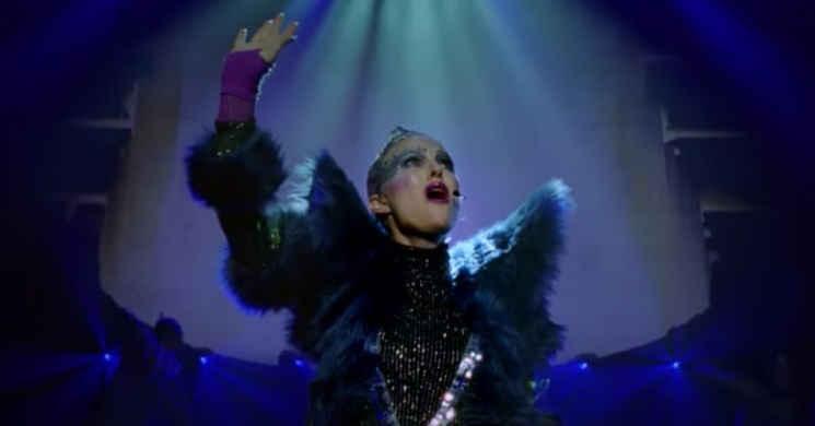 Natalie Portman canta música original de Sia no trailer português de