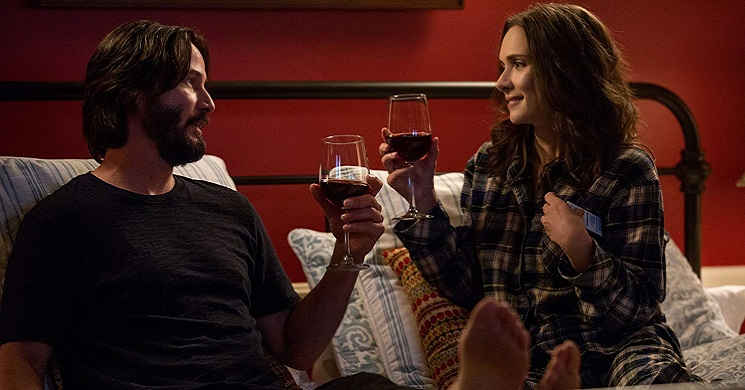 Keanu Reeves e Winona Ryder no trailer português da comédia romântica