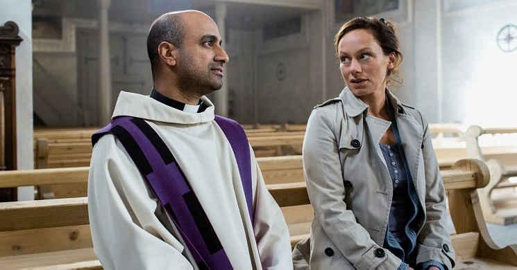O que acontece se um padre andar com o livro Kamasutra? Trailer português da comédia