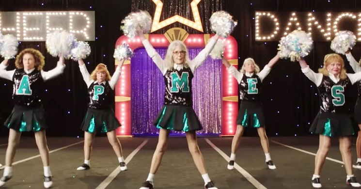 Diane Keaton lidera uma equipa de idosas cheerleaders no trailer português do filme