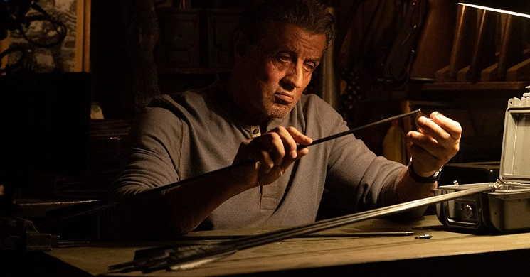Sylvester Stallone numa jornada de vingança. Novo trailer oficial de
