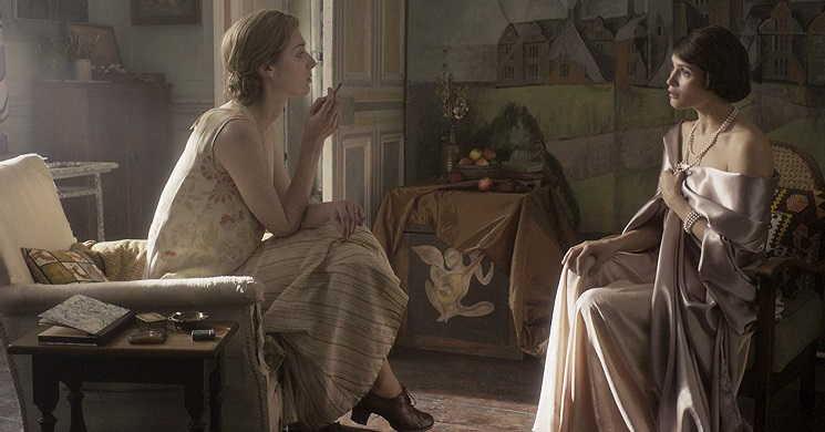Elizabeth Debicki e Gemma Arterton vivem caso amoroso no trailer português de