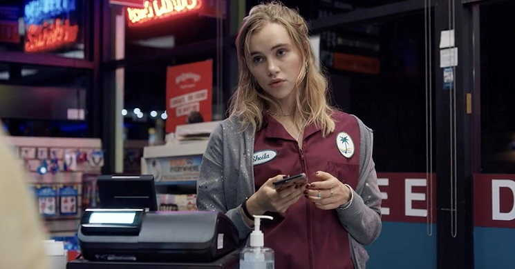 Suki Waterhouse protagonista do thriller de terror Seance