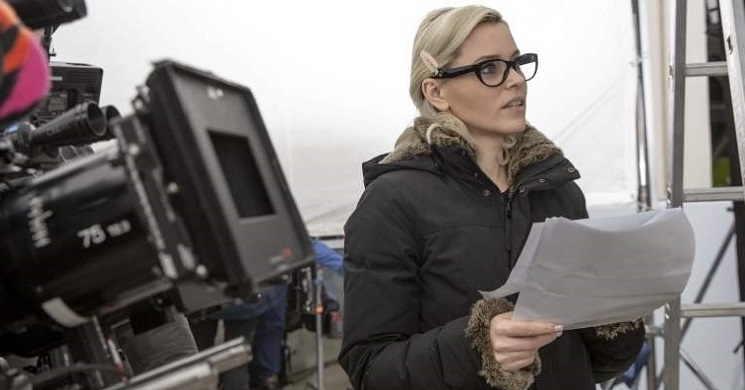 Elizabeth Banks vai dirigir e protagonizar uma nova versão de