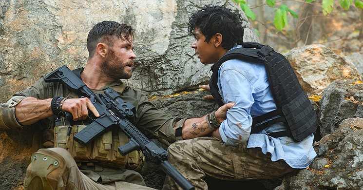 Trailer português do filme Tyler Rake: Operação de Resgate