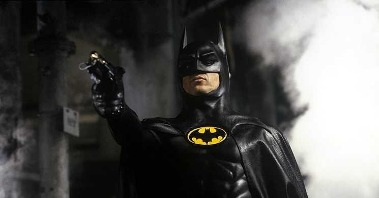 Michael Keaton pode voltar a vestir a capa de Batman no filme The Flash